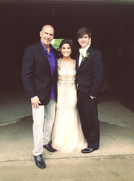 kolby Koloff with her dad and boyfriend at prom