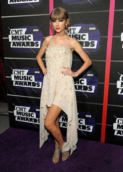 taylor-swift-cmt-awards-2013