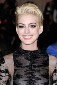 anne-hathaway_glamour_7may2013_pa_b