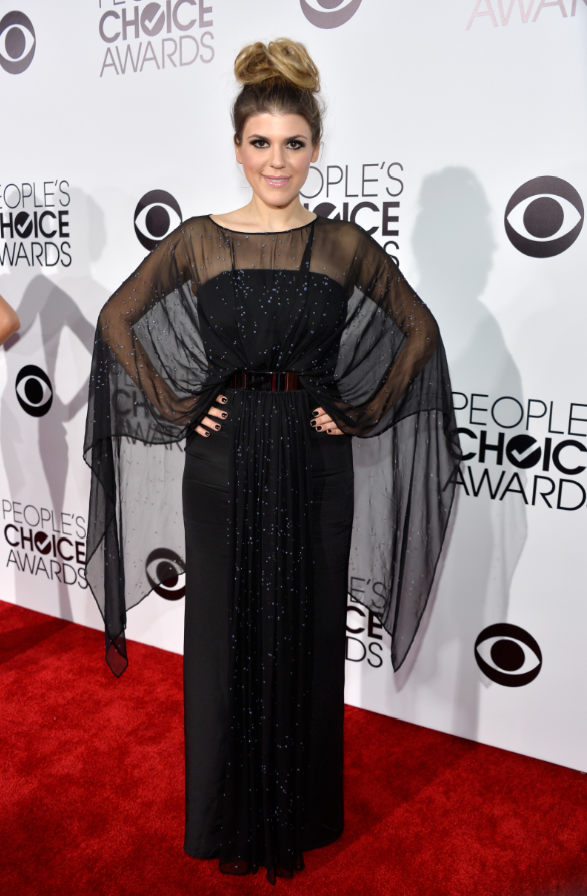 worst-it-looks-like-awkward-actress-molly-tarlov-took-a-fashion-cue-from-adele