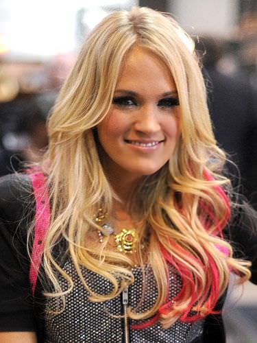 Carrie Underwood pink hair streaks
