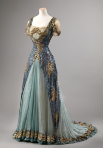 art deco inspired look evening dress, 1905-10 From the Nasjonalmuseet for Kunst, Arkitektur og Design via Fripperies and Fobs